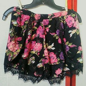 TOBI shorts, floral and lace, comfy, flattering m